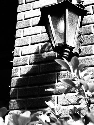街灯のある壁b.jpg